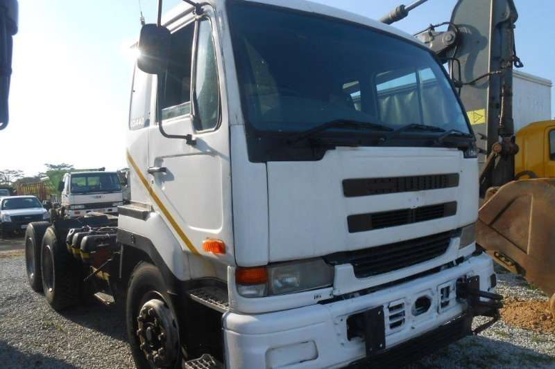 Truck-Tractor Nissan  Double Axle 0
