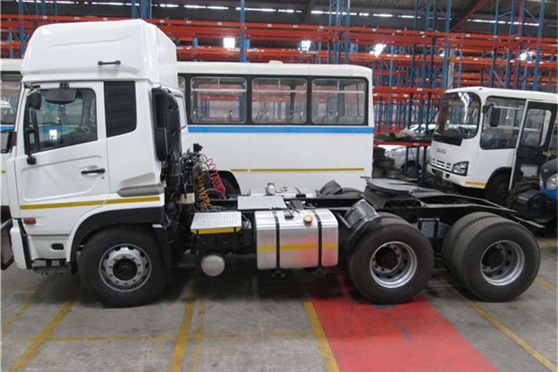 Truck-Tractor Nissan  Double Axle 2012 UD Quon GW26490 TT 2012