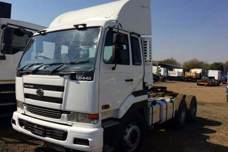 Truck-Tractor Nissan  Double Axle UD 440 2007