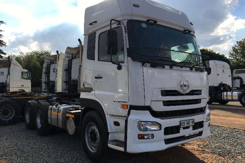 Truck-Tractor Nissan  Double Axle UD 490 2013
