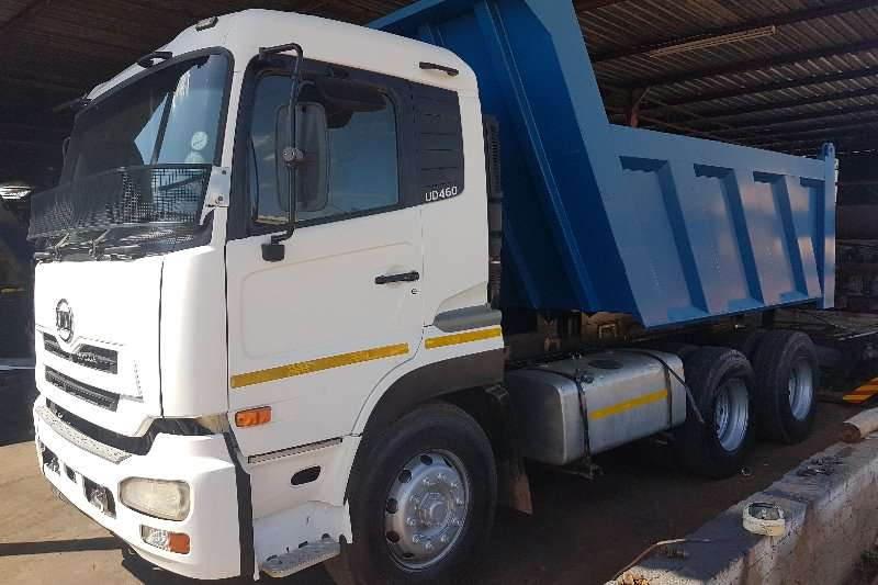 Truck-Tractor Nissan  Double Axle UD460 2010