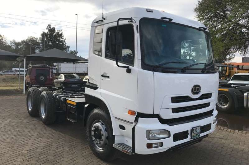 Truck-Tractor Nissan  Double Axle UD460 6x4 STD Roof 2010