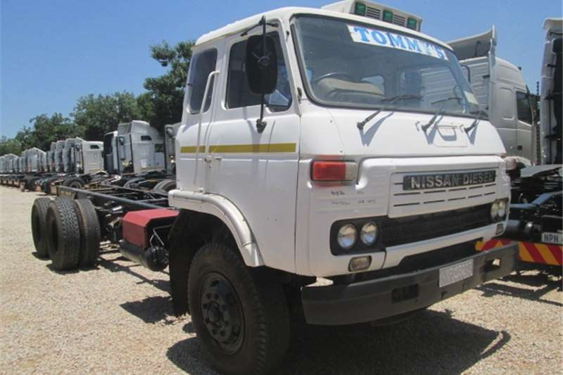 Truck-Tractor Nissan UD 1994