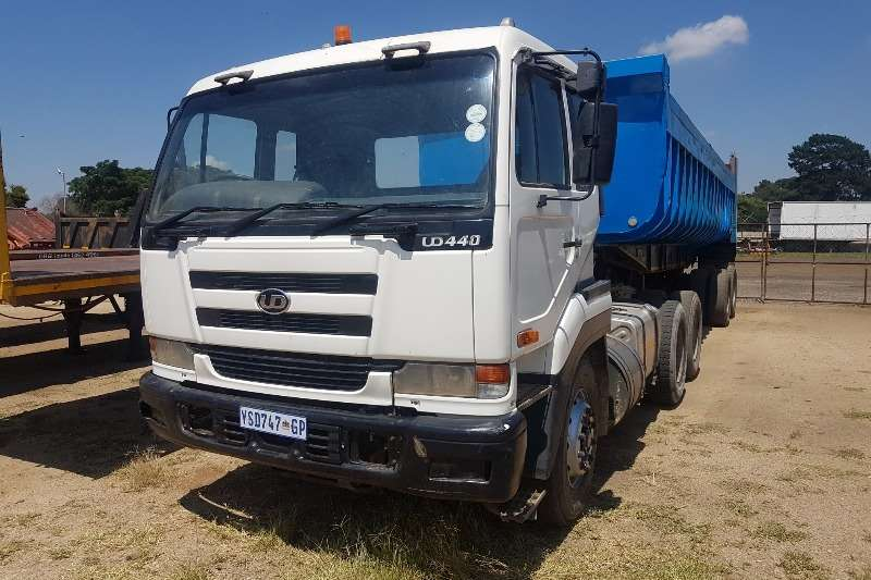 Truck-Tractor Nissan UD 440 with Copelyn trailer 2004