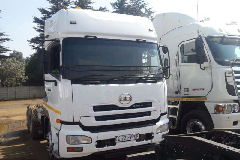 Truck-Tractor Nissan UD460 2011