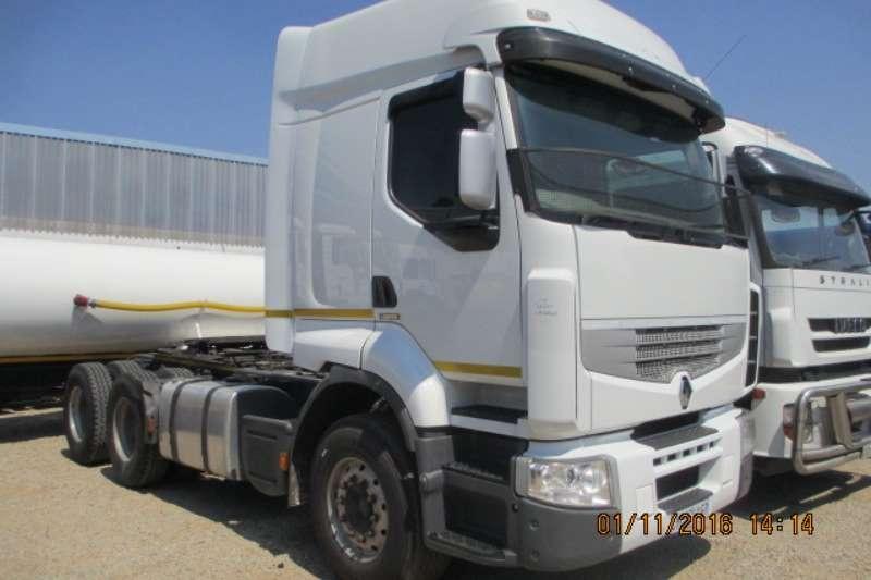 Truck-Tractor Renault  Double Axle Premium Lander 26.440 2013