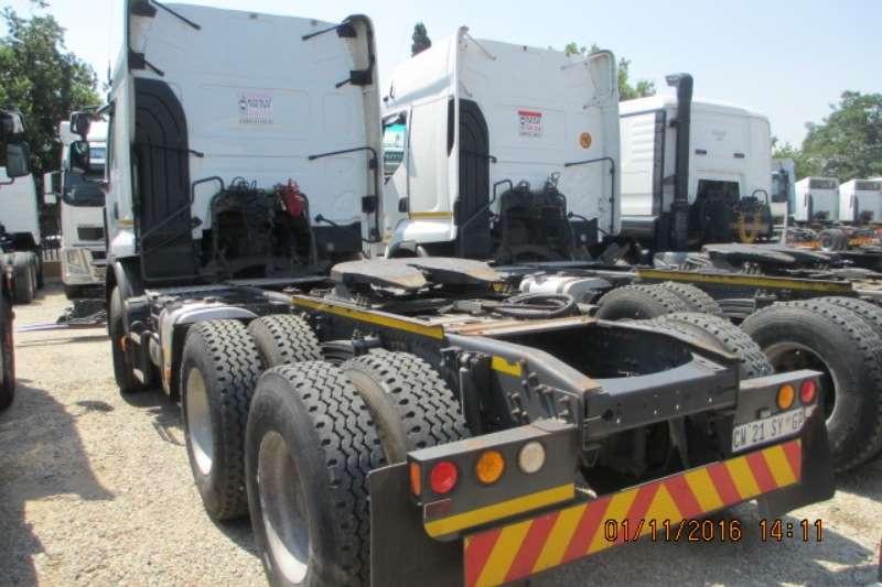 Truck-Tractor Renault  Double Axle Premium Lander 26.440 2014