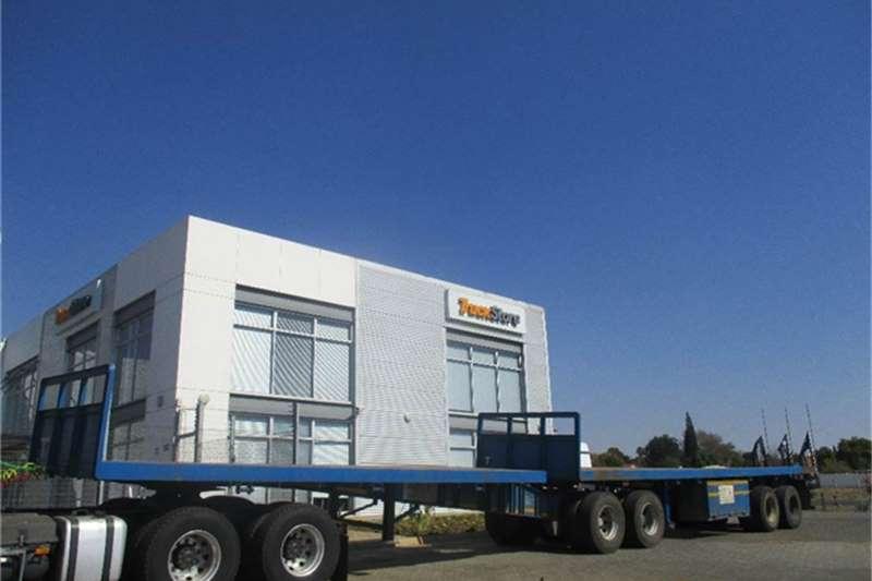 Truck-Tractor Superior Flatdeck Interlink Semi Trailer Superior 2015