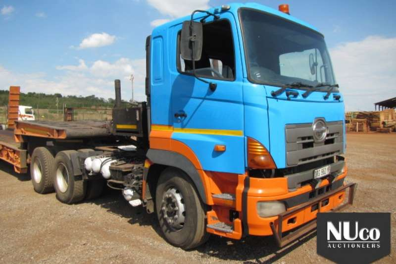 Truck-Tractor Toyota TOYOTA HINO 700 6X4 HORSE WITH 30T WINCH 0