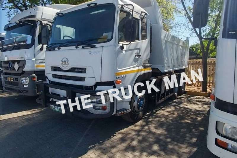 Truck-Tractor UD  Double Axle QUON 26.410 2014
