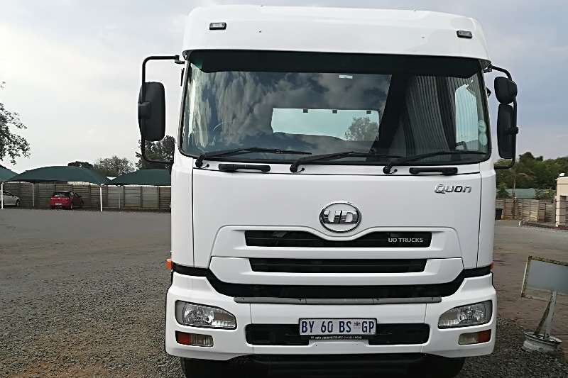 Truck-Tractor UD  Double Axle Quon GW26 410 2013