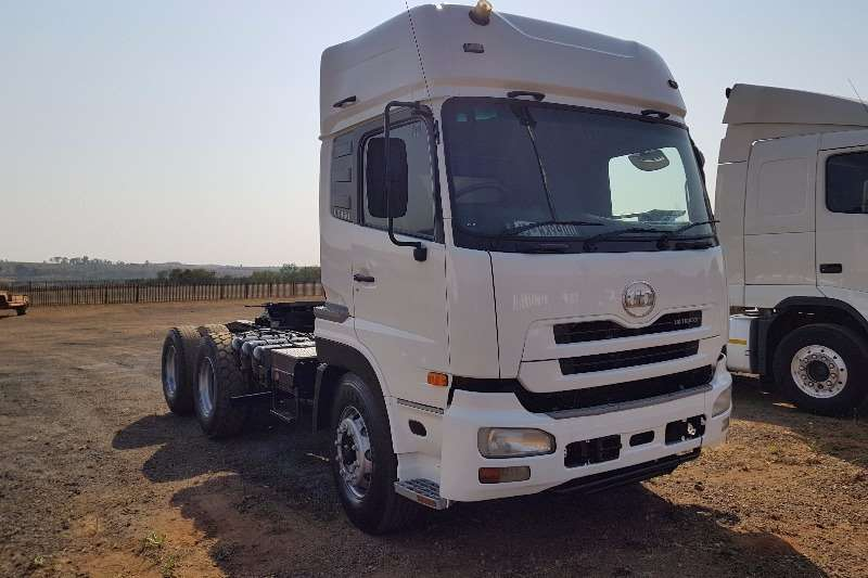 UD Double axle UD460 Truck-Tractor
