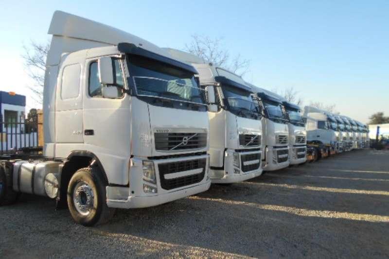 Truck-Tractor Volvo  Double Axle FH13 400 2011