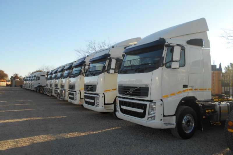 Truck-Tractor Volvo  Double Axle FH13 440 2013