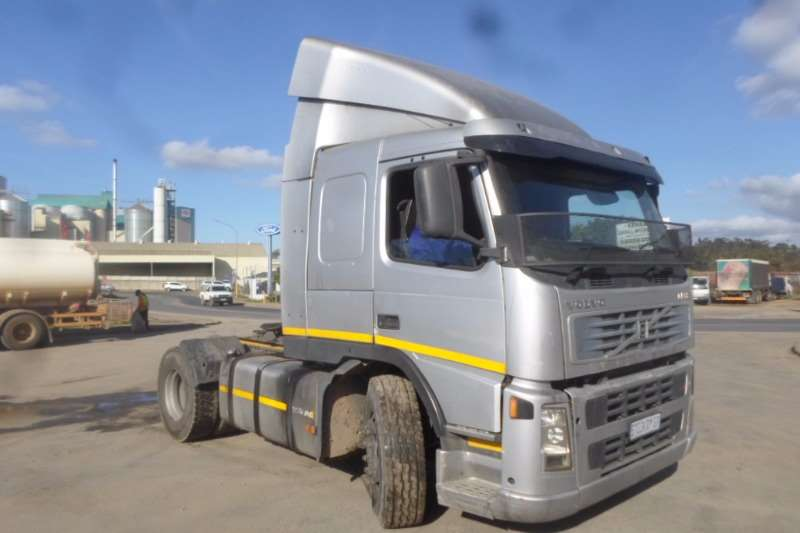 Truck-Tractor Volvo Single Axle Volvo FM12 with Hydraulics 2004