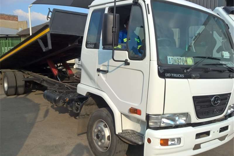 Truck UD Roll Back UD60 2014