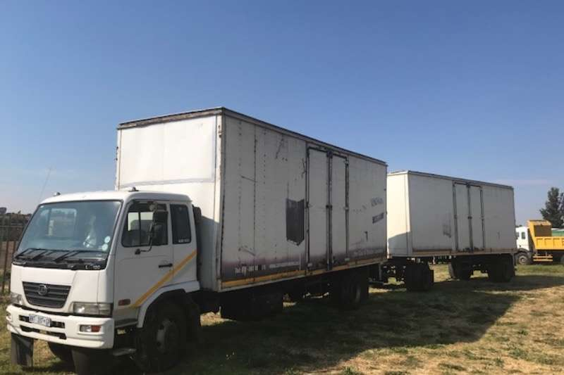 UD Truck Closed Body UD 100 2007