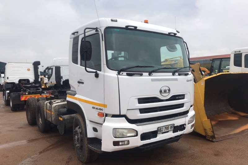 UD Truck-Tractor Double Axle QUON GW26-490 2013