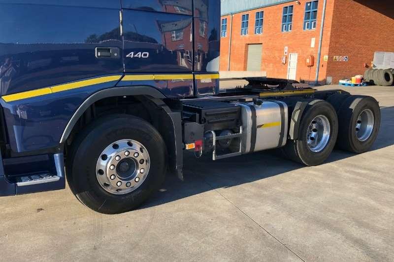 Volvo Double axle 2013 Volvo 440HPWith retarder Truck-Tractor