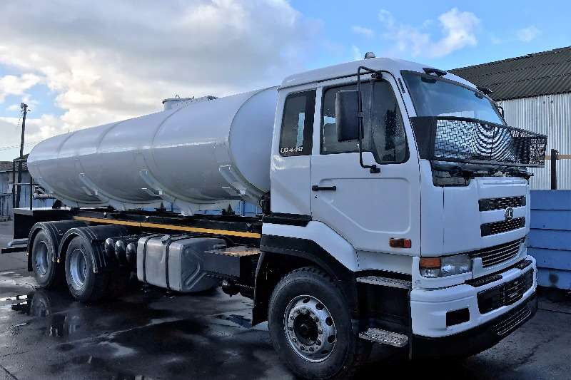 Nissan UD440WF Water bowser